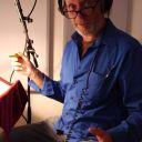Hubert im Studio mit blauem Hemd
